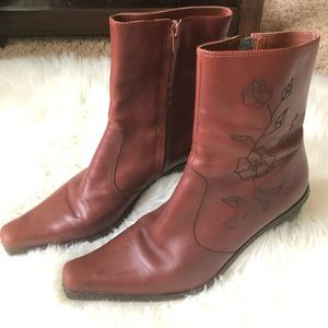 Gianni Bini floral embroidered leather boots 8.5